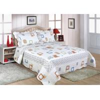 Cotton Frame Quilt Bedding Sets , Geometric Pattern Bedspreads And Comforters