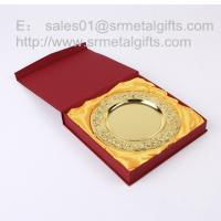 Buy cheap Custom gold commemorative plate with stand, detailed raise flower gold tray with gift box, from wholesalers