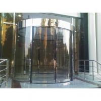 Automatic two wings revolving door