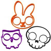 Buy cheap Silicone kitchen ware skull silicone omelet egg mould from wholesalers