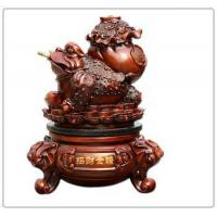 Resin wooden color money frog statue , resin animal statue